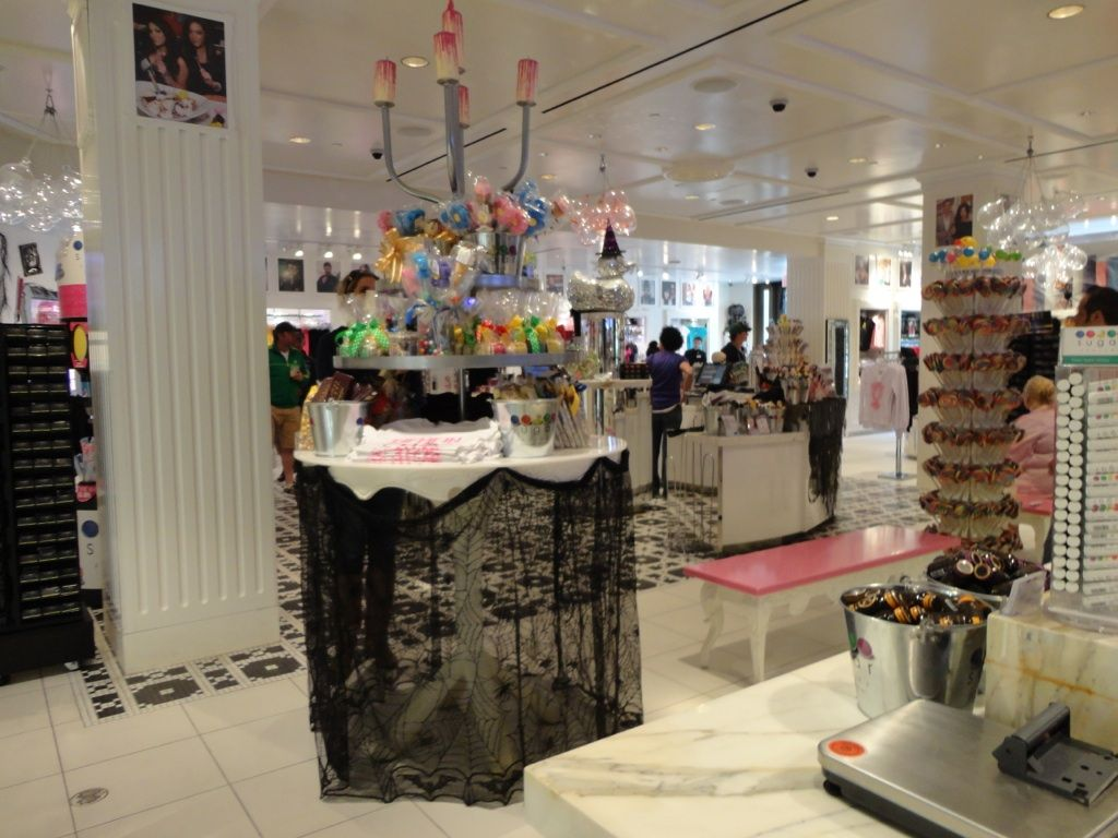 Sugar Factory at the Paris Hotel in Las Vegas - right on the strip ...