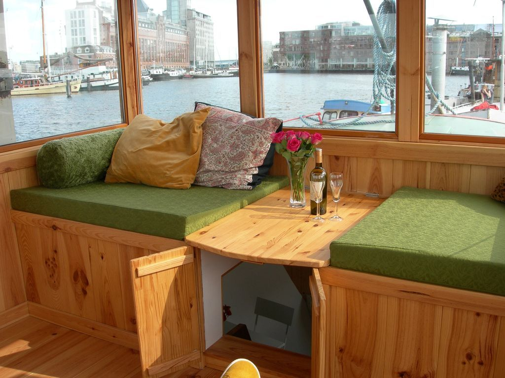 Cozy and romantic apartment in captain's steering cabin ...