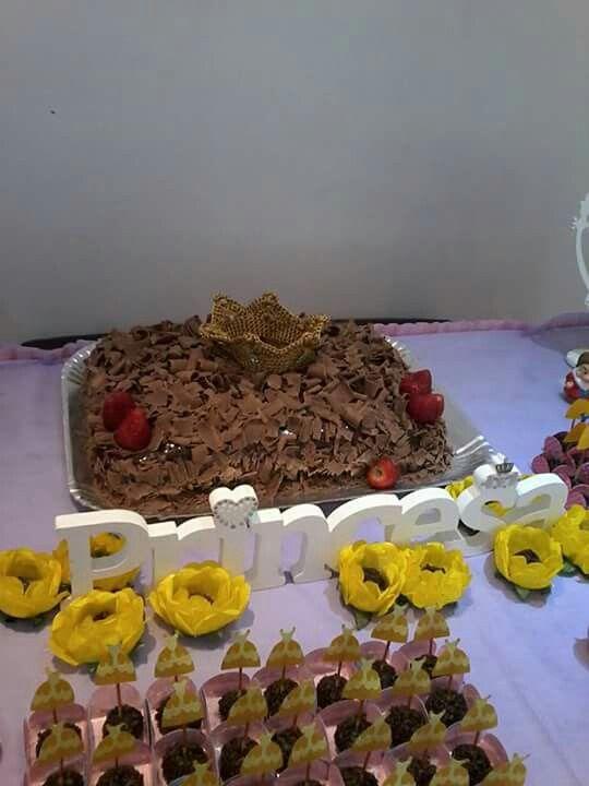 Festa Princesas feita por Sua Festa Organizada ( www.facebook.com/festaorganizada ) - bolo de chocolate