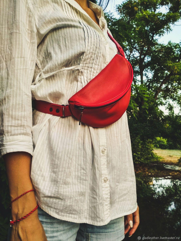 e8912b976cf4 Красивая женская поясная сумка из красной кожи. Сумочку можно носить как на  поясе, так