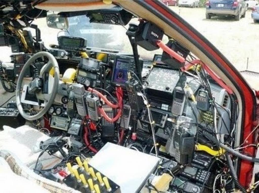 best zombie apocalypse car modifications - 5  cb radio