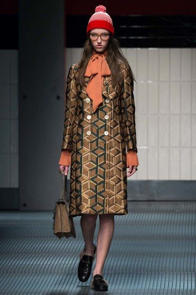 9d3f0ab0903 Gucci Fall 2015 Ready-to-Wear Fashion Show | 11月 | Fashion, How to ...