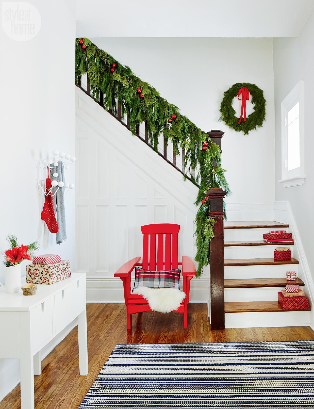 7 Holiday Entryways That Deck The Halls With Style