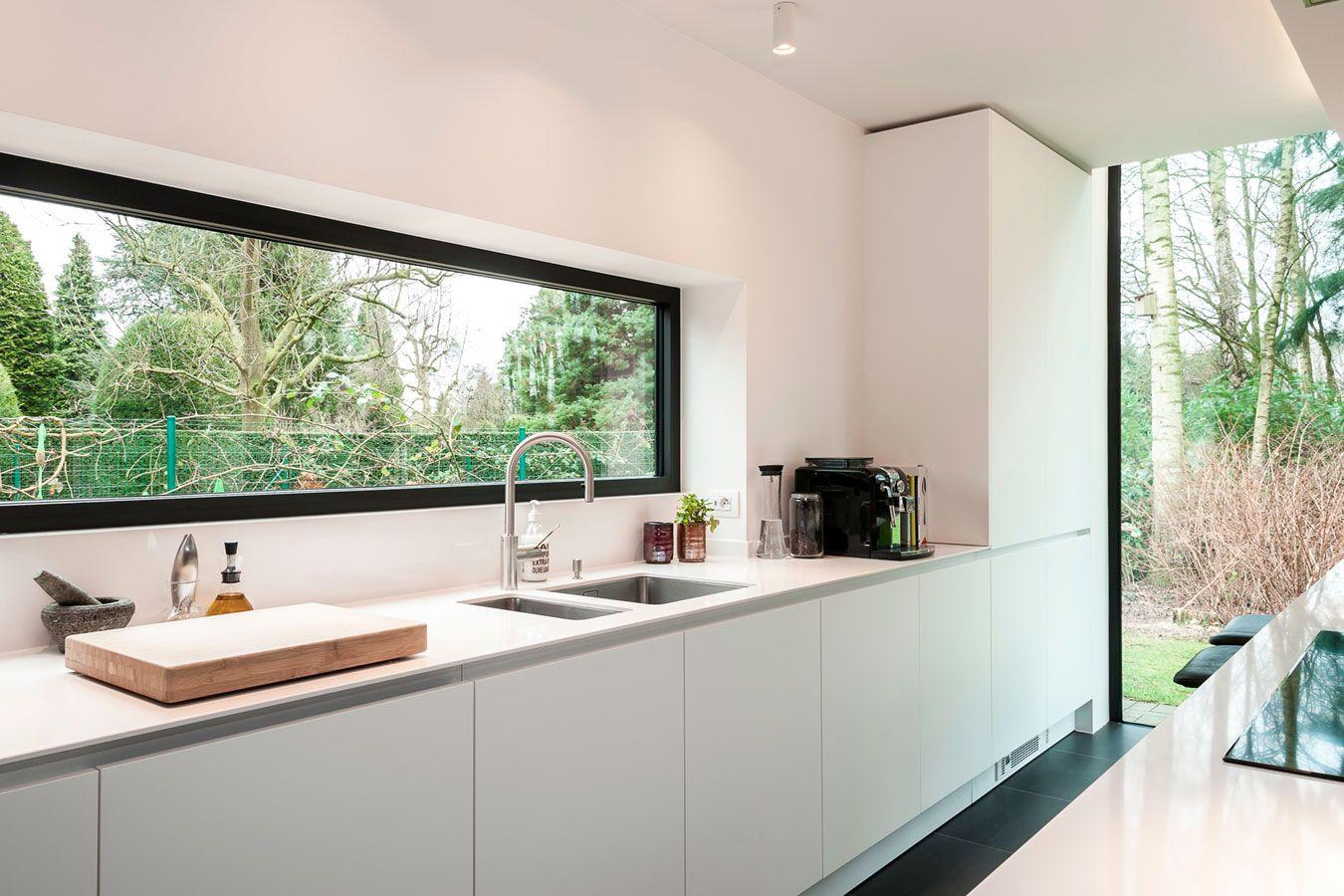 Elegant detail van werkbladdampkap en dun werkblad de keukenarchitecten antwerpen de keukenarchitecten eigen realisaties Pinterest Interiors