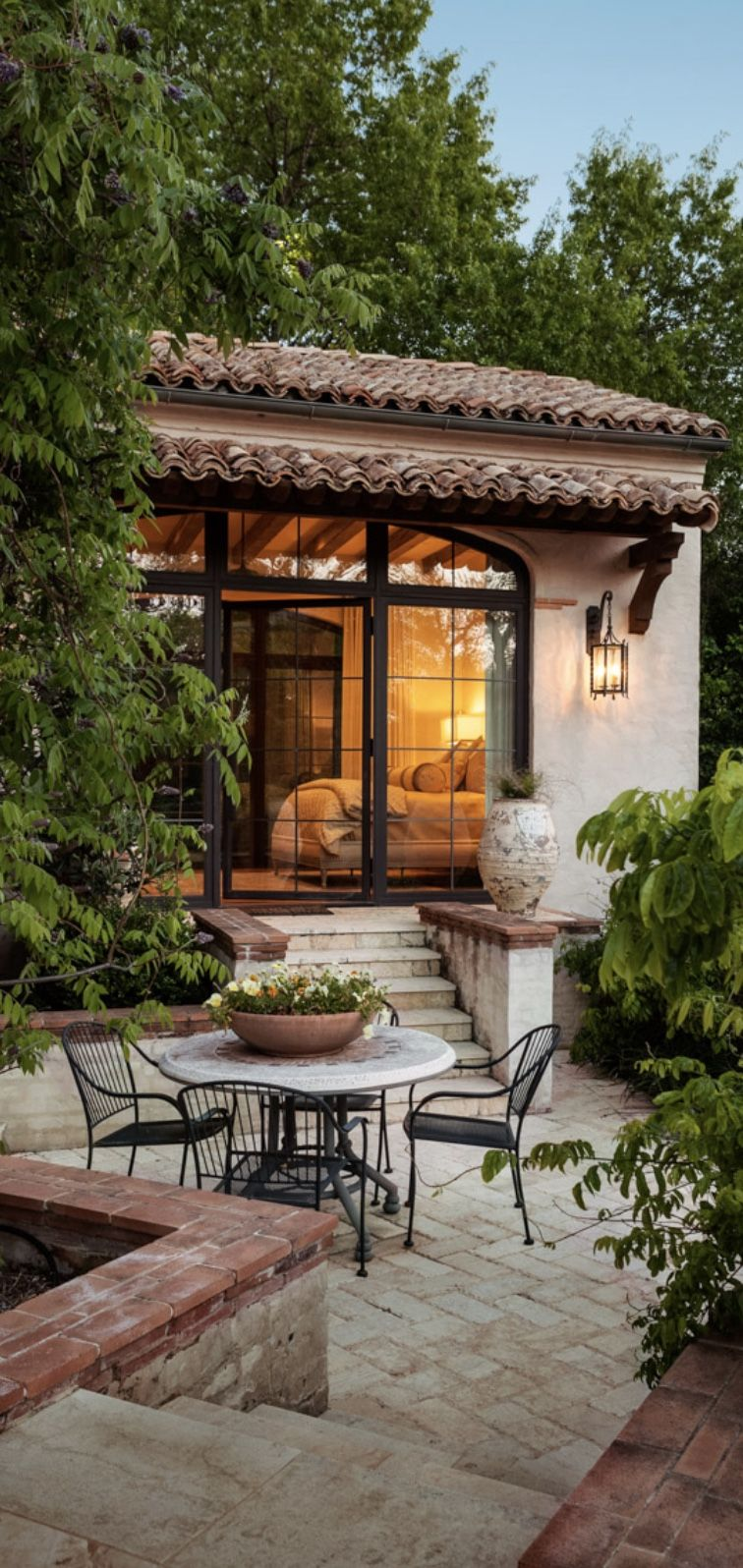 Tuscan courtyard old world mediterranean italian for Spanish home designs with courtyards