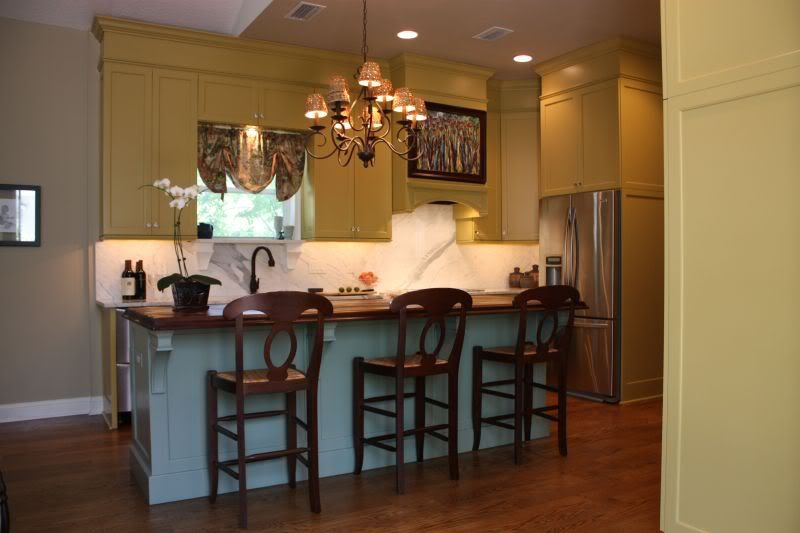 Idea Paint Soffit In With Cabinets To Ear Taller Add Crown