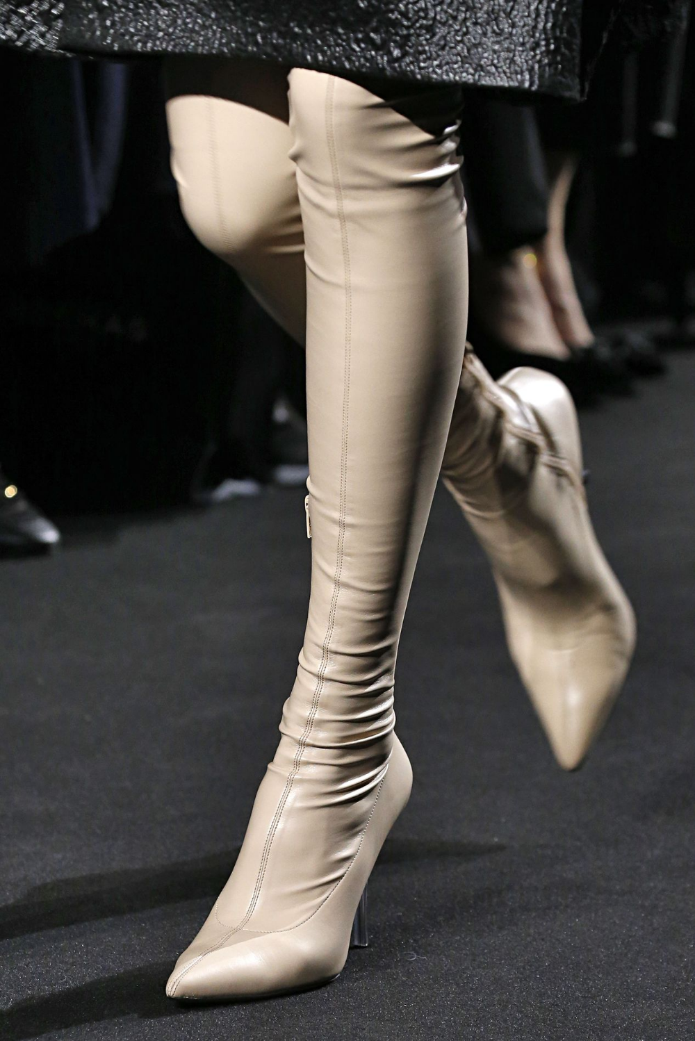 Step Into the Hottest Shoes From Paris Fashion Week | Skor