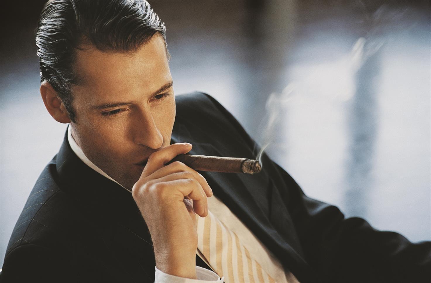 парень с сигарой картинка вокруг головы