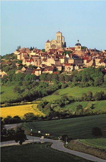 Veelbezocht pelgrimsoord en een van de 'mooiste dorpen' van Frankrijk: Vézeley