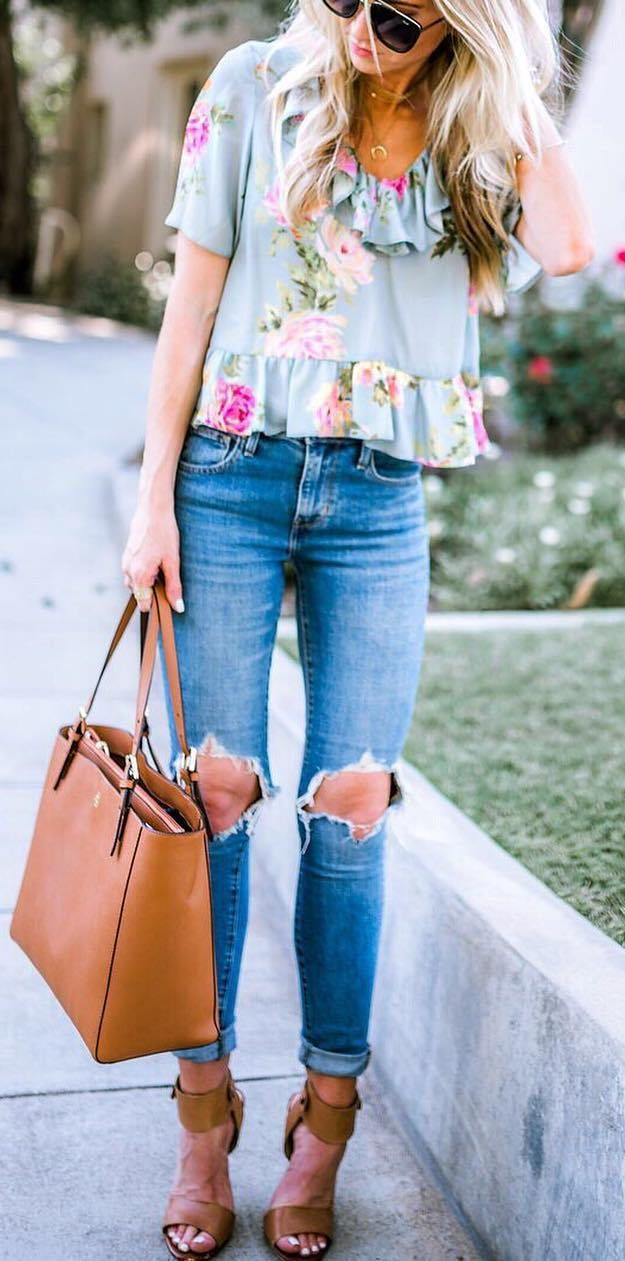 trendy outfit floral top + ripped jeans + bag