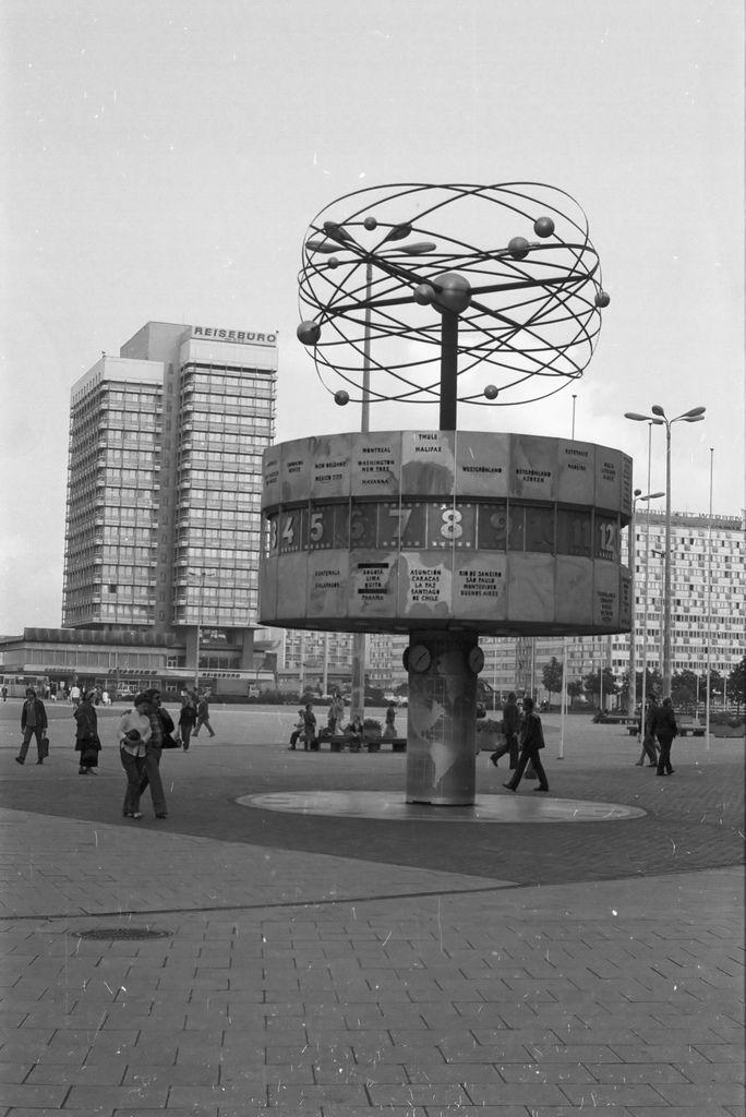 Berlin Alexanderplatz Weltzeituhr 1977 Ddr East Berlin Berlin Places In Europe