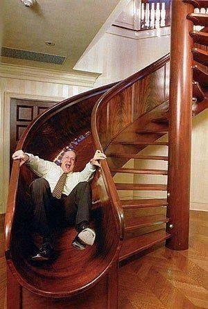 Descer pela escada ou escorrego?