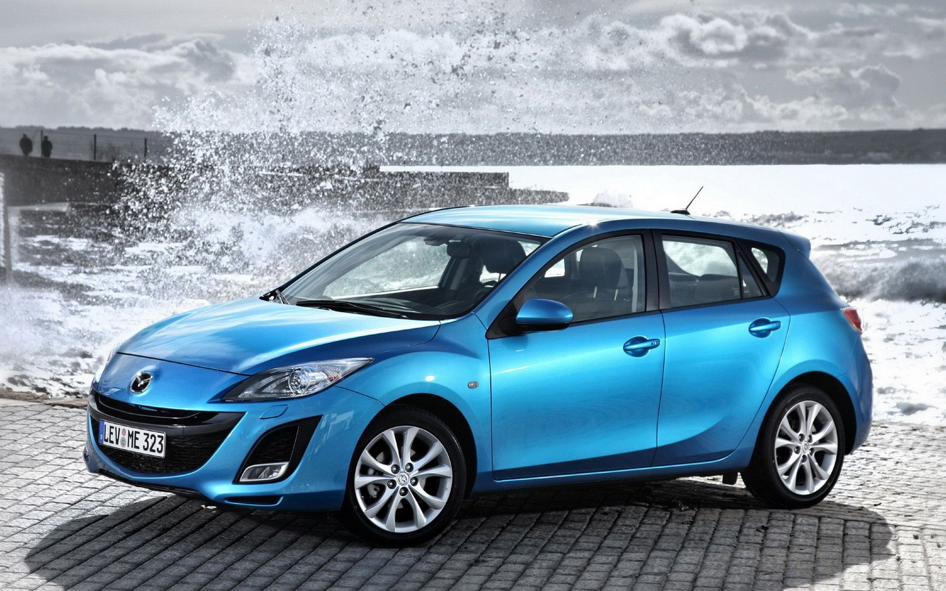 fond ecran voiture mazda 3 mzr 185 ch bleu wallpaper hd blue car mazda rainbow pinterest. Black Bedroom Furniture Sets. Home Design Ideas