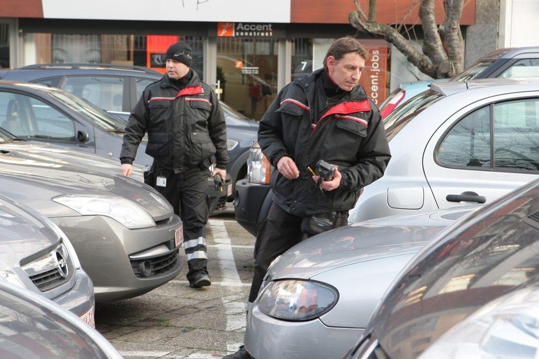 FVV,GAS-boetes voor foutparkerende studenten in Kortrijk, http://www.nieuwsblad.be/article/detail.aspx?articleid=dmf20141007_01307950, 7/10/14