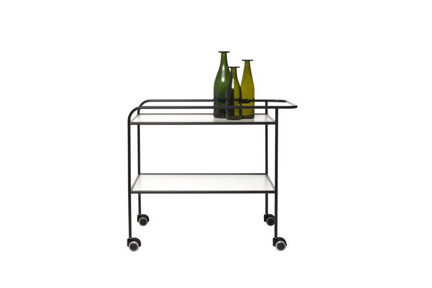 Seguindo a onda das reedições de ícones do design, a Cappellini trouxe ainda o carrinho de aço Steel Pipe Drink Trolley, desenho de Shiro Kuramata em 1968 e relançado pela marca em 2014