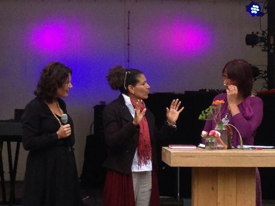 Happinez Festival 2013 - Lancering Het Handleesboek, met Lucia Rijker en Julika Marijn.