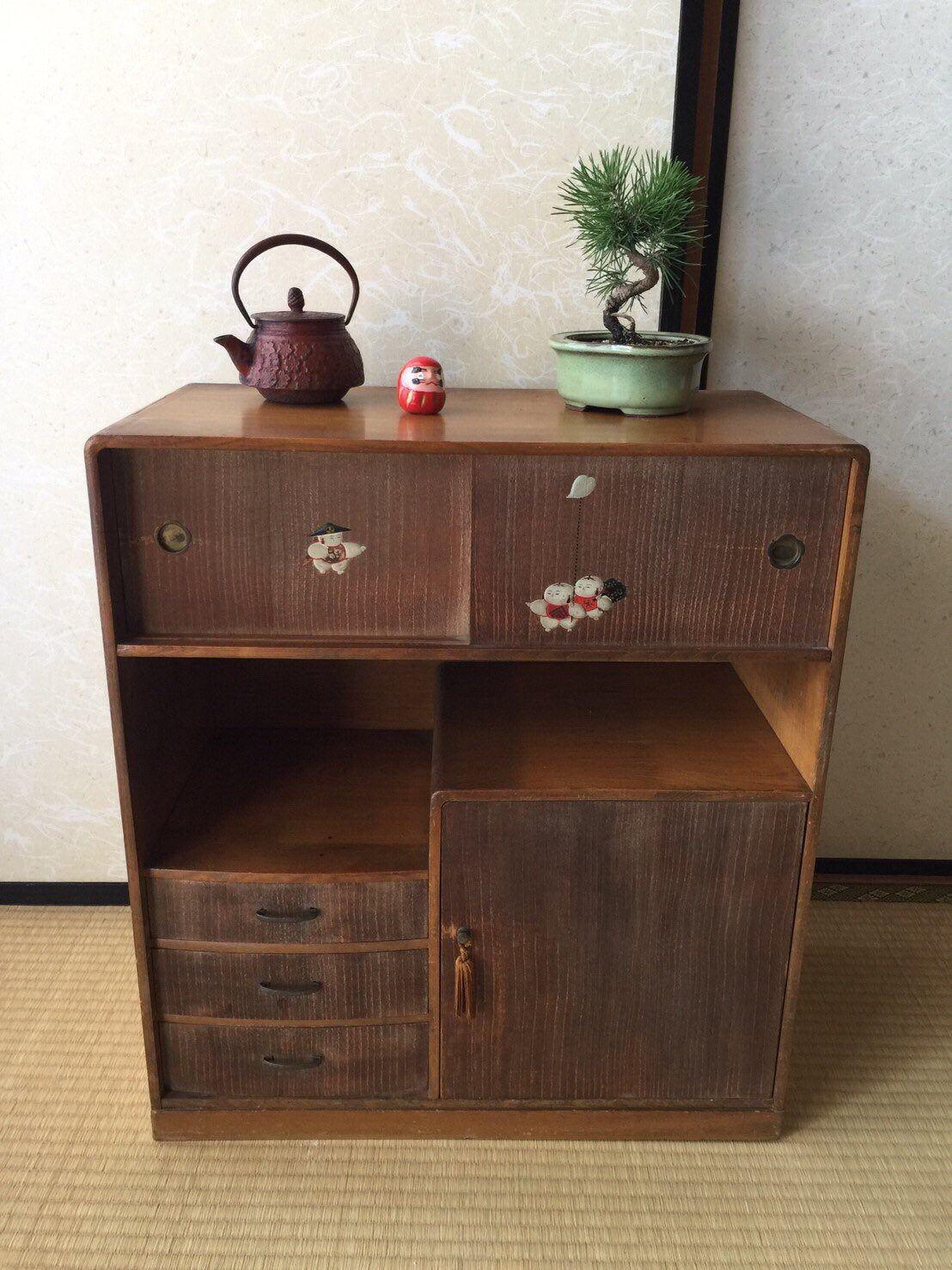 J Ai Le Plaisir De Vous Presenter Cet Article De Ma Boutique Etsy Japanese Wood Furniture Wood Chest Kotansu Mobilier De Salon Meubles Japonais Meuble Bois