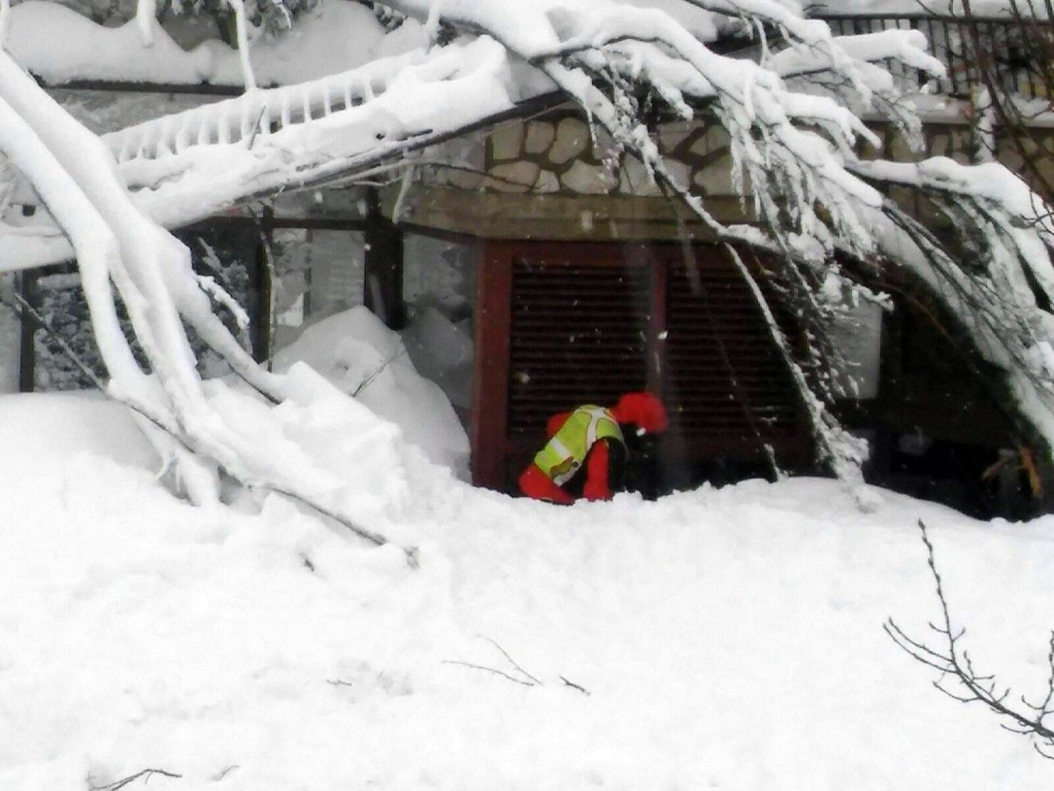 Rigopiano hotel avalanche first funerals as search goes on bbc news - From Italian Hotel Buried By Avalanche Desperate Cries For Help Then Silence D World And Hotels
