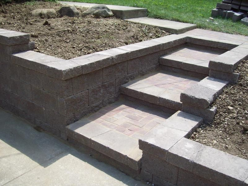 046 Front Sidewalk Wall Retaining Wall With Block And Steps To
