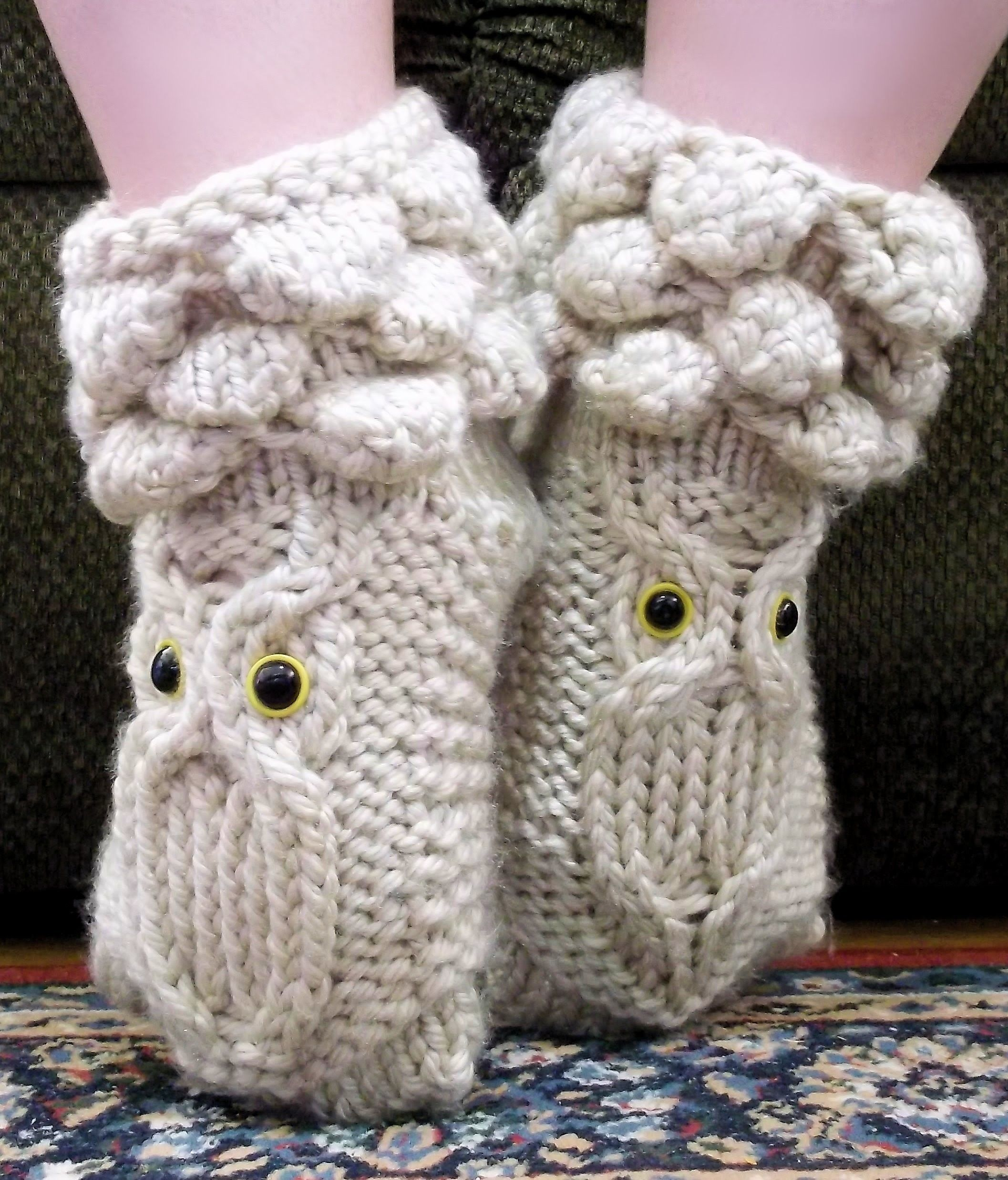 How to Loom Knit Owl Booties   Knitted owl, Loom knitting and Owl
