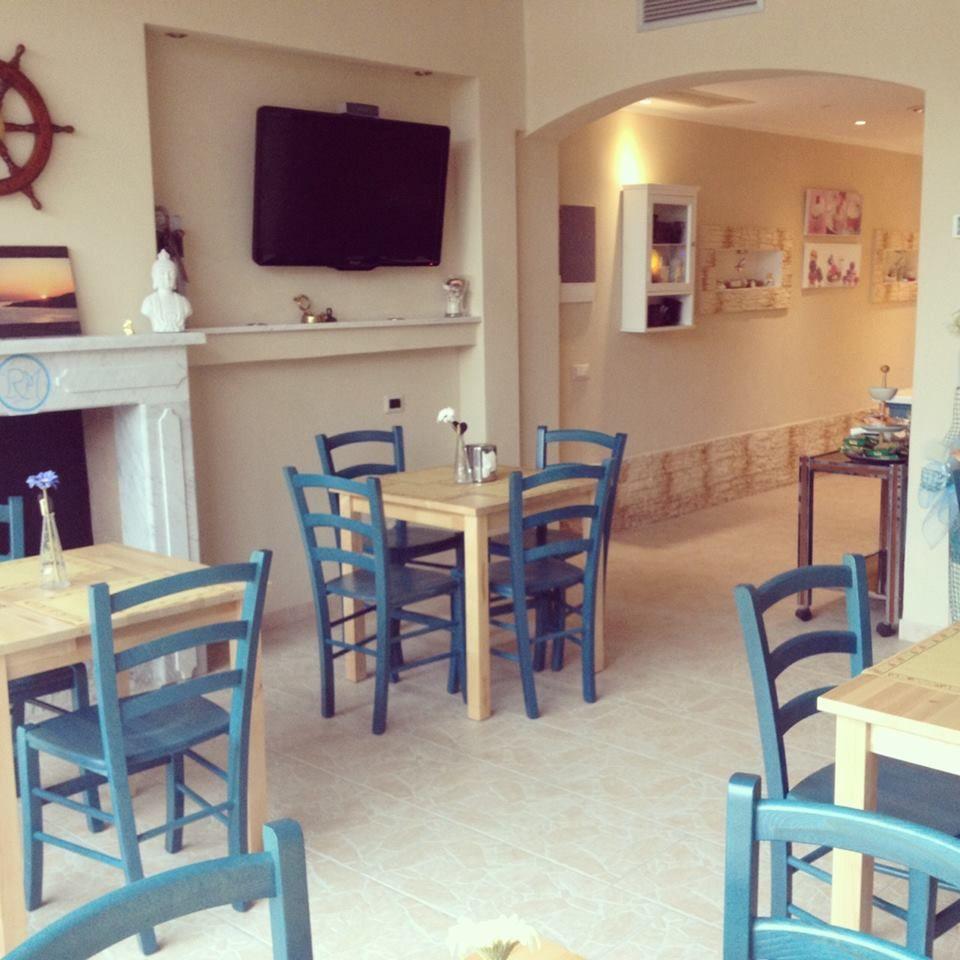 Pin di sedie tavoli ristoranti maiero su arredi eseguiti for Arredamento sala ristorante