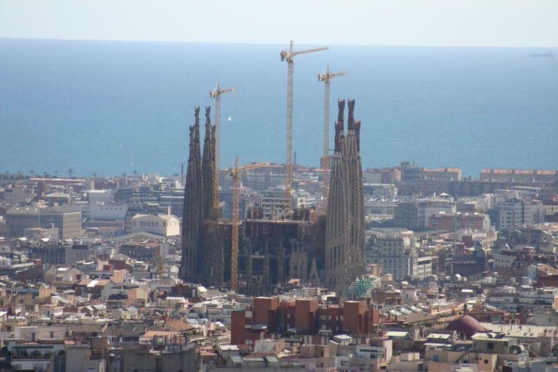 La Sagrada Familia vista desde el Parc Güell- Antoni Gaudí (1852-1926) - Barcelona, España