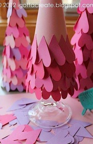 Kerstboom knutselen met hartjes.