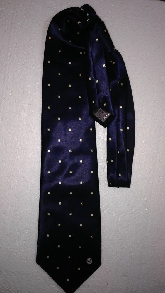 #tumbrl#instagram#avito#ebay#yandex#facebook #whatsapp#google#fashion#icq#skype#dailymail#avito.ru#nytimes #i_love_ny     Versace Classic V2 Mens Tie Silk Blue 58 inch Classic Necktie Geometric #Versace #NeckTie