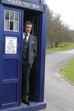 Craig Ferguson in Scotland in the TARDIS.