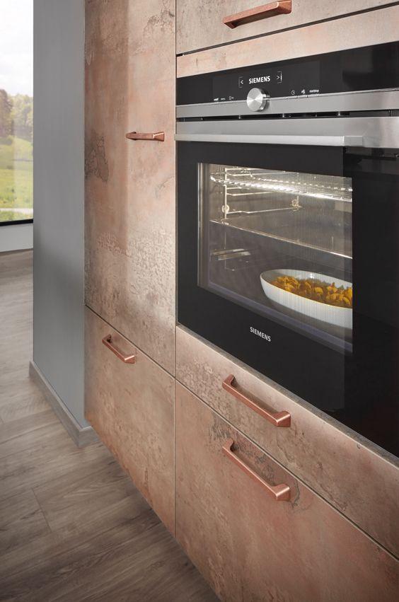 Kuchenschrank mit kupferfront und griffen in kupfer for Küche kupfer