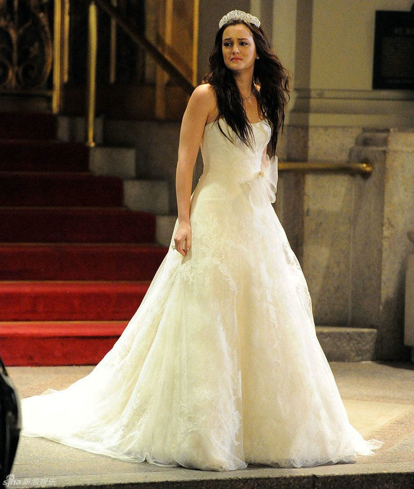 Queen B's wedding dress, strapless lace A-line bridal gown of Gossip Girl