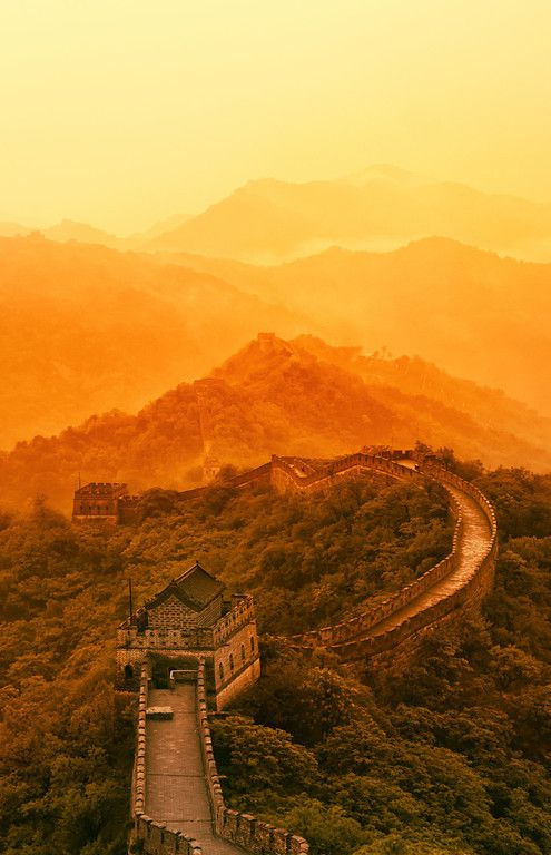 The Great Wall of China at sunset looks amazing!