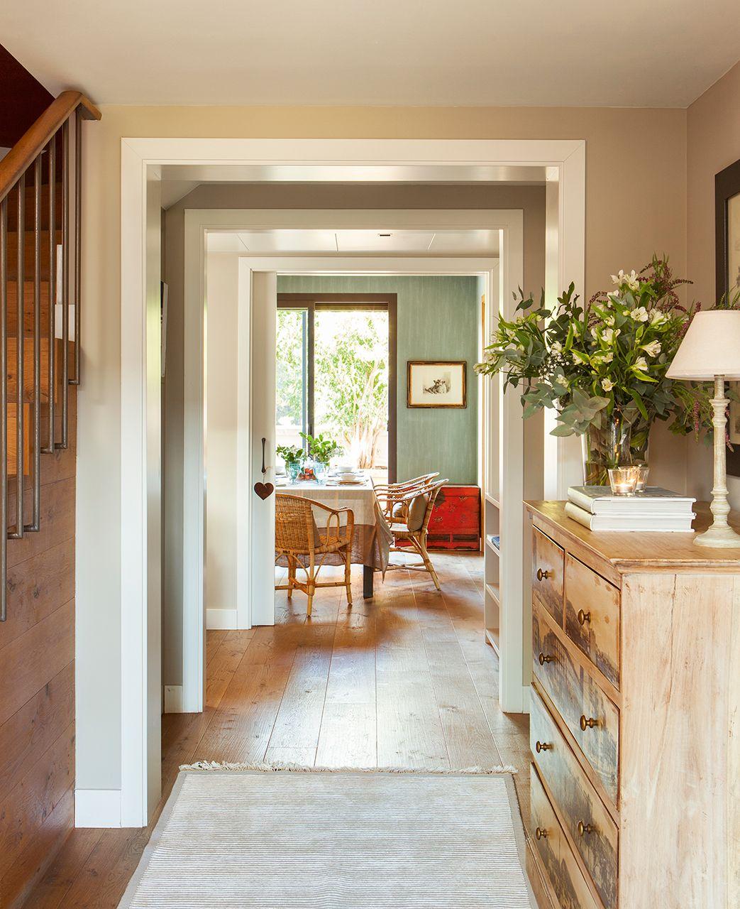 Recibidor en tonos beige con marco en blanco | El Mueble | Pinterest ...