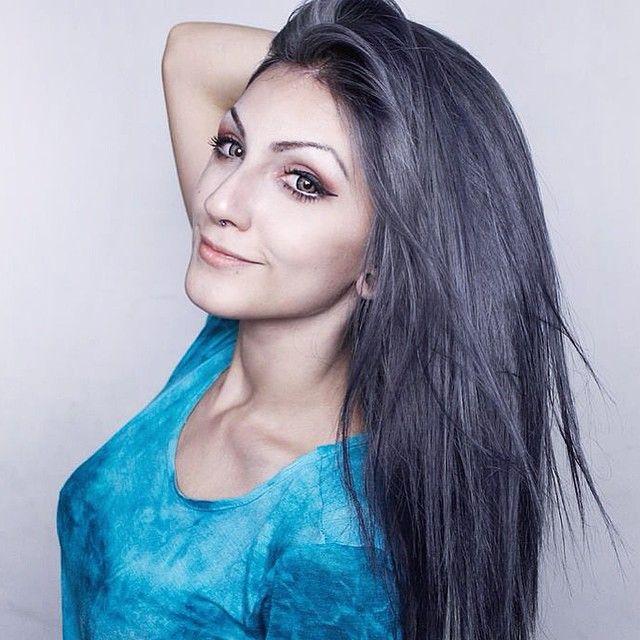 Eba! ❤️ Liberei o vídeo falando sobre a nova cor do cabelo lá no Canal! Mostrei como pintei, qual tinta usei, todo o passo a passo! Vem assistir: www.youtube.com/user/xLindsayWoodsx 🎥✨ #grannyhair #greyhair