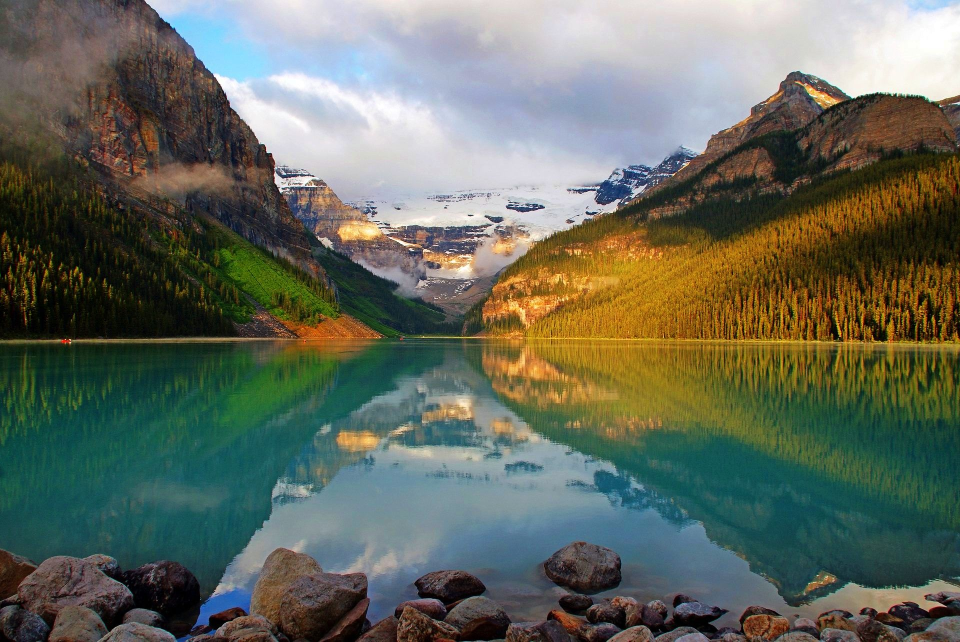 Canadian Rockies At Leisure. Travel Blog, Rocky Mountaineer Luxury Travel. Travel Vancouver | Vancouver Tours by Bus and Train. Canada, Lake Louise, Fairmont Chateau Lake Louise