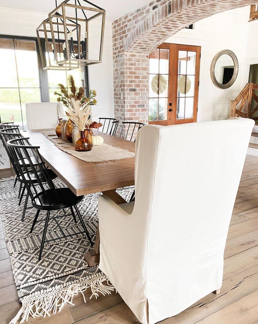 We love this beautiful space!❤️ Designed by @parkberryfarmhouse #boutiquerugs #arearug #modernrugs #farmhousedecor #farmhousestyle #moderndecor #modernstyle #styleyourspace #rugsofinstagram #designerrug #rugs #handmaderugs #ruglove #homedesign #interiorstyle #modernhome #ourhome #instalove #instagood #love #ourcustomersrock #reviews #realhomesofinstagram #roominspo #home #farmhousefamily #diningroomdesign #diningroomdecor