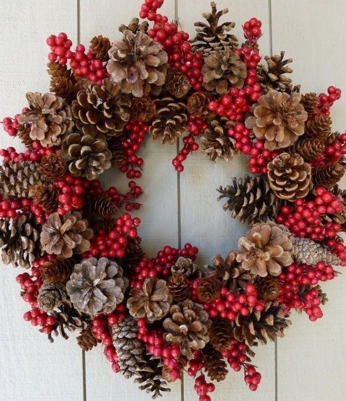 Manualidad-de-decoración-navideña-de-Guirnalda-con-piñas-de-pino-secas-e1449741217777.jpg (700×811)