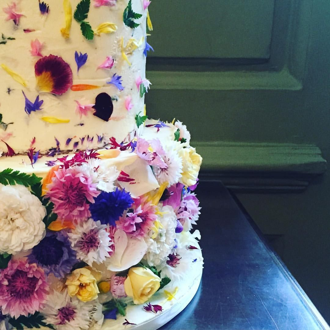 Edible flowers! Love this cake but want it in teal.