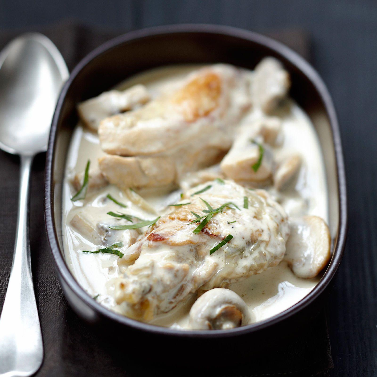 Découvrez la recette Blanc de poulet à la normande sur cuisineactuelle.fr.