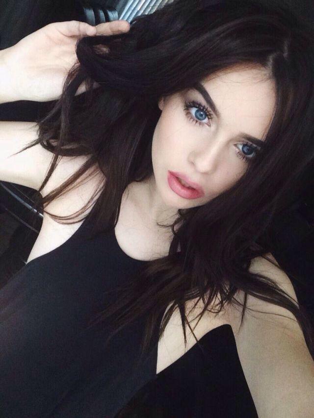 𝐓𝐢𝐭𝐚𝐧𝐢𝐚𝐡 | Black hair pale skin makeup, Black hair