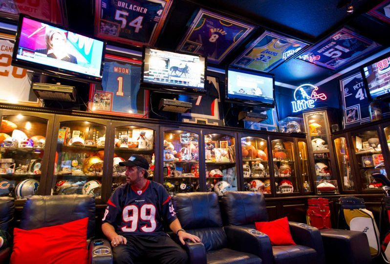 10 AWESOME Sports Themed Man Caves Creative Ideas Pinterest