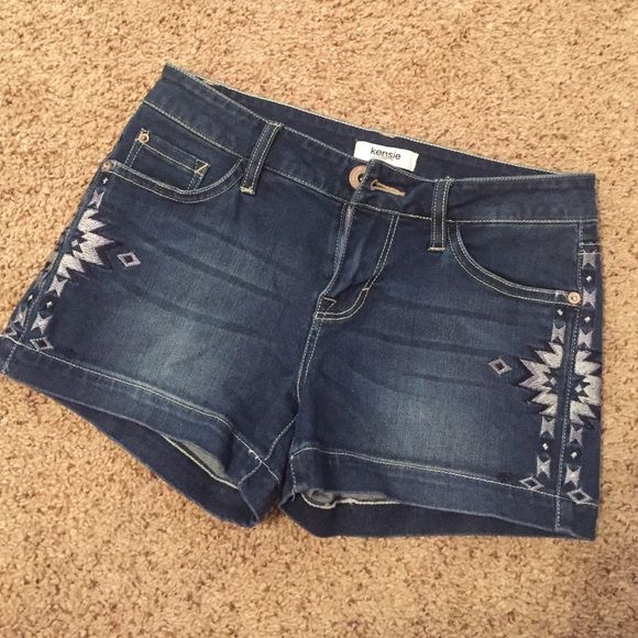 KENSIE denim shorts KENSIE denim shorts in Excellent condition. Size 25. But will fit 24 as well. Kensie Shorts Jean Shorts