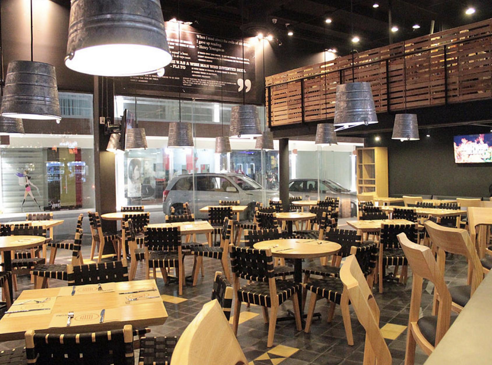 Pin de dise o de bares y restaurantes muebles de dise o for Diseno de cafeterias pequenas