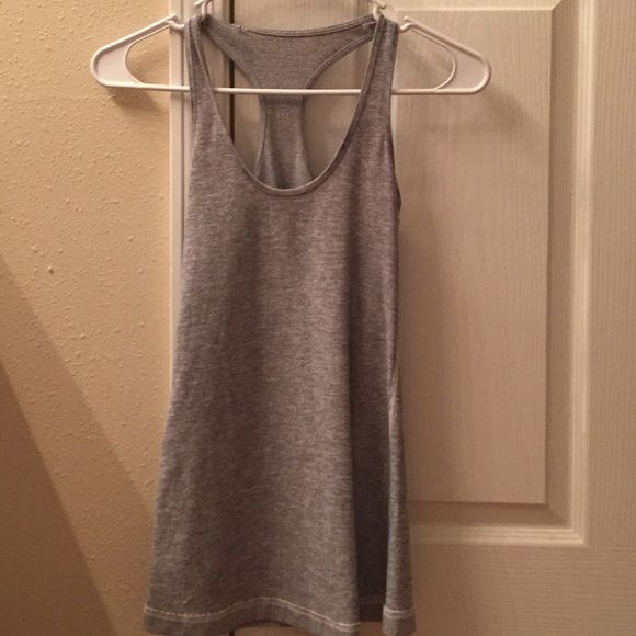 Lululemon top Lululemon top worn only a couple of times! In great condition! lululemon athletica Tops