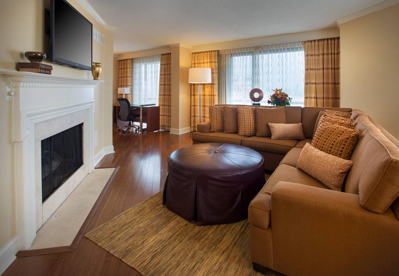 Norfolk Waterside Marriott Presidential Suite Living Area Beautiful Traveling Beautiful Modern Hotel Bed And Breakfast Hotel