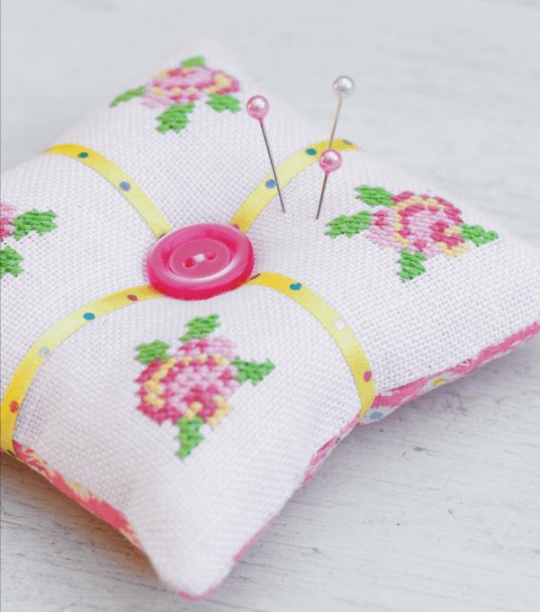 Cross Stitch Roses Pincushion | Costura