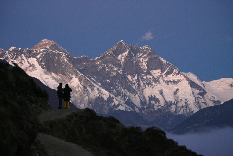 Search resumes after Everestu0027s worst climbing tragedy Toronto - search for resumes