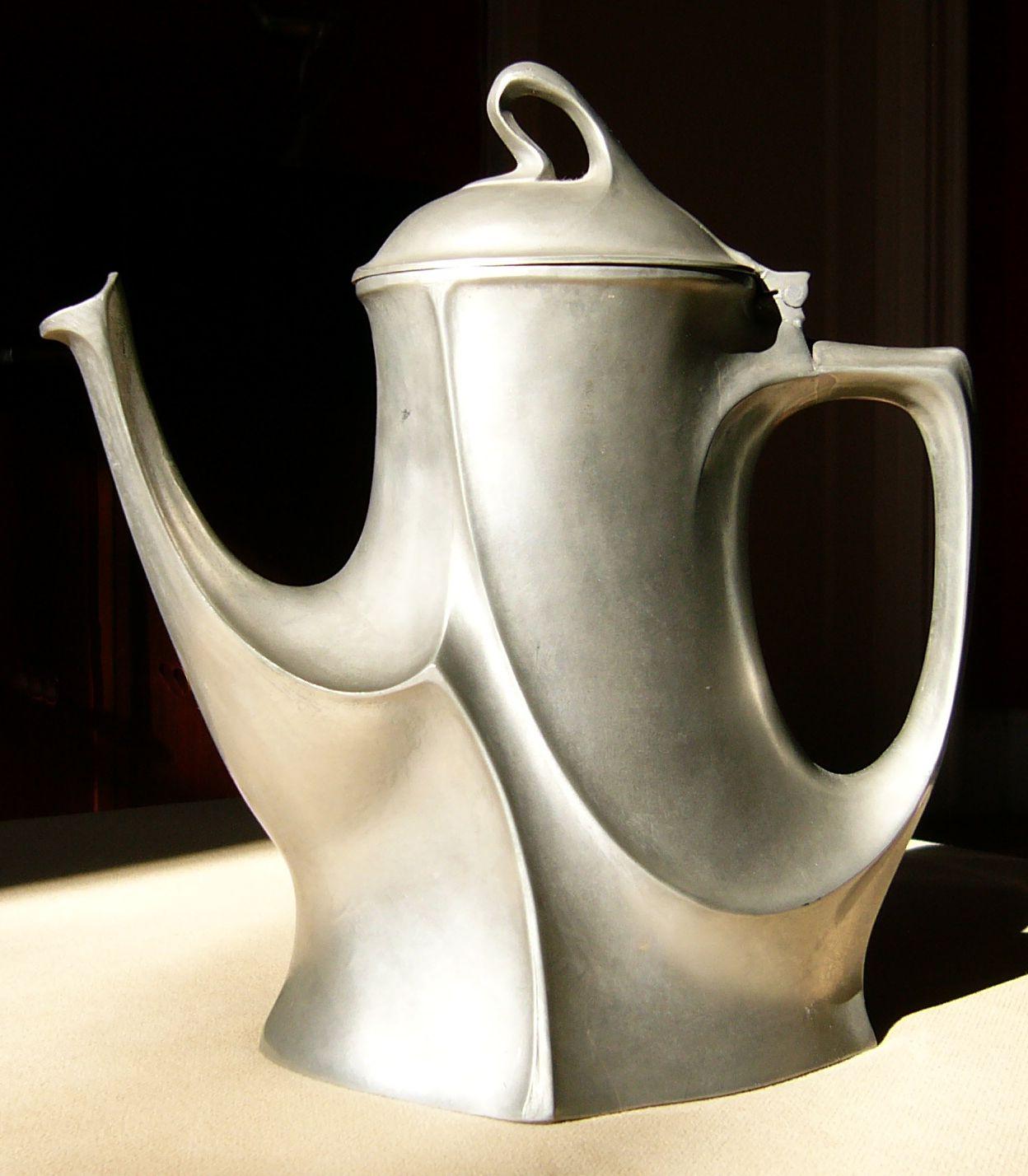 Art Nouveau - jugendstil pewter coffee pot