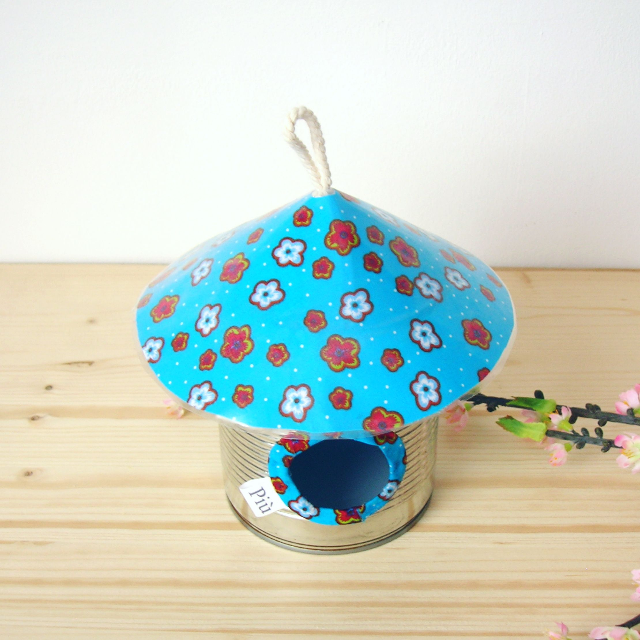 Nichoir décoratif en métal et tissu bleu ♥ ♥♥ Visitez www.chezpiu.com, une boutique de décoration fabrication artisanale en petites séries.