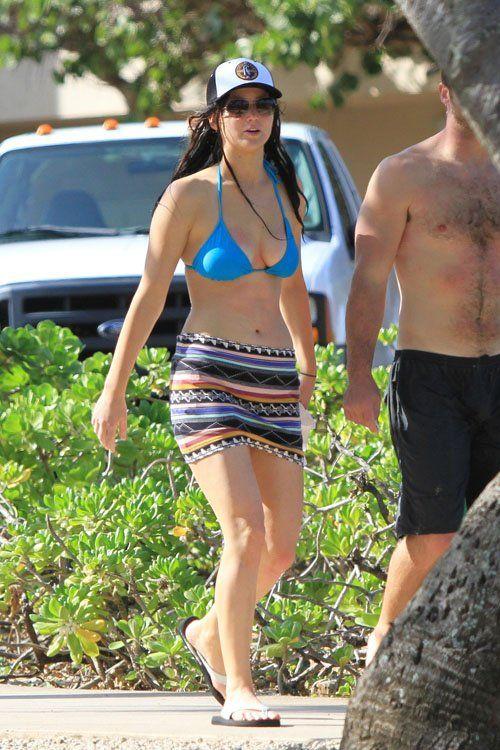 52b9fffe9c515 Jennifer Lawrence Wearing a Bikini Top at a Beach in Hawaii hot stills ~  world actress photos,Bollywood,Hollywood hot actress photos